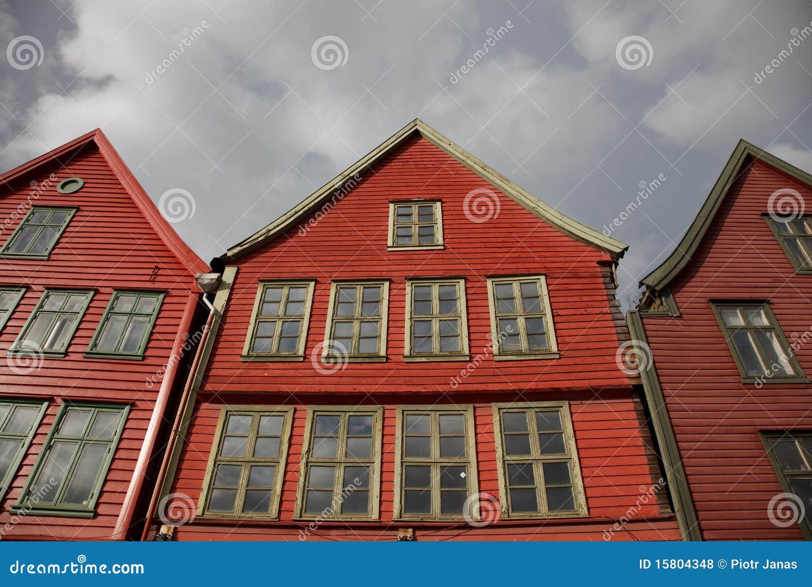 Case rosse di legno sul servizio di pesci bergen for Case in vendita norvegia