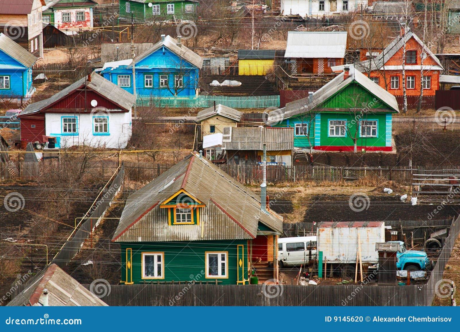 Casette Russe Di Campagna case russe tradizionali fotografia stock. immagine di rosso