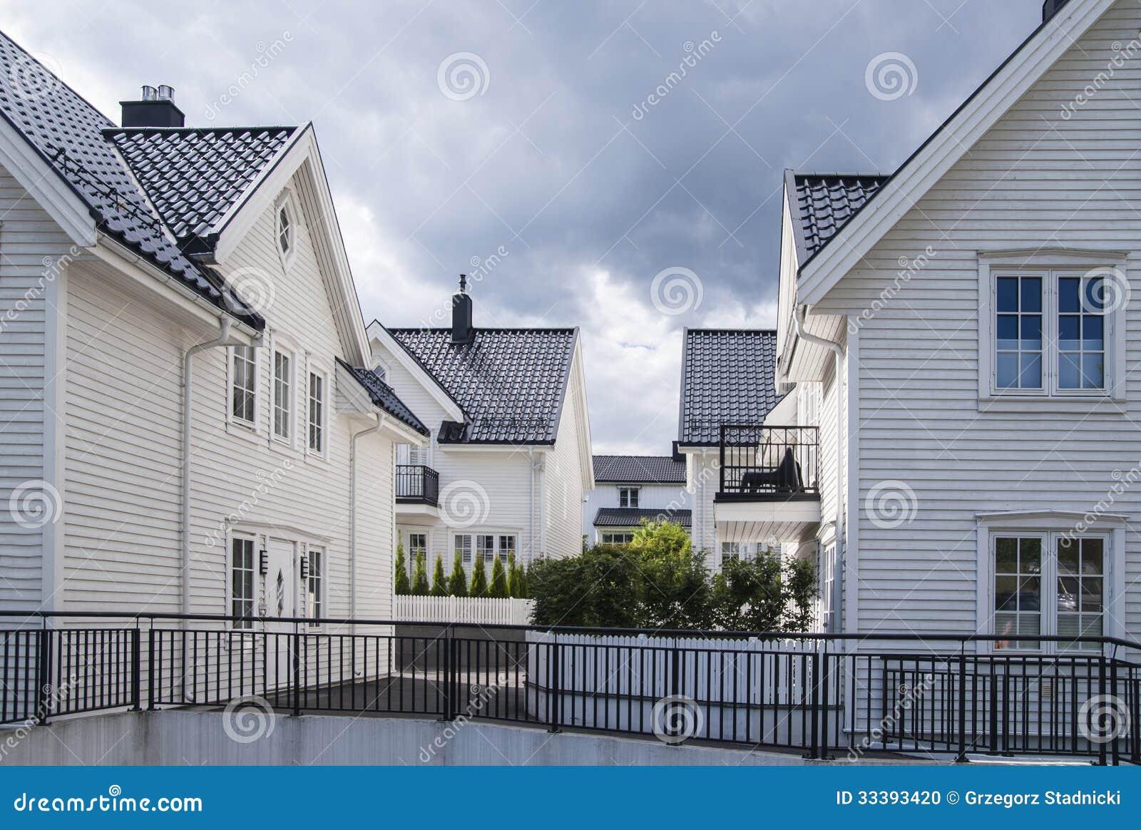 Case scandinave fotografia stock immagine di montante - Casas escandinavas ...