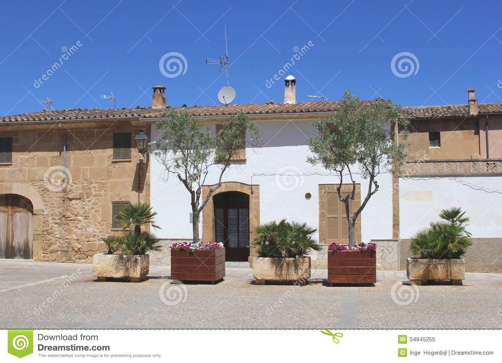 Immagini di giardini moderni : Case sceniche di mediterranen con un giardino moderno in alcudia
