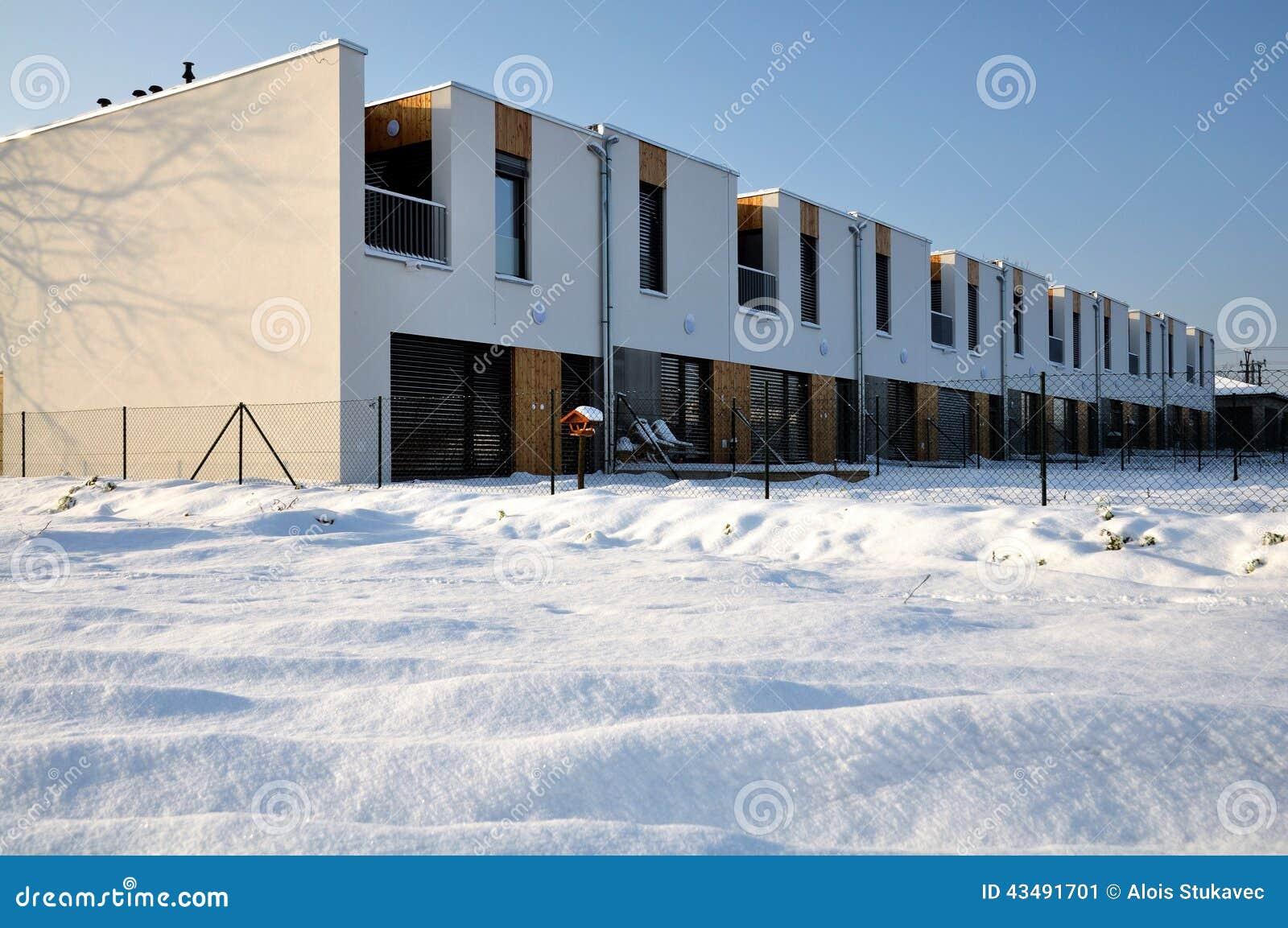 Case A Terrazze Moderne Della Famiglia Con Un Balcone Fotografia Stock ...