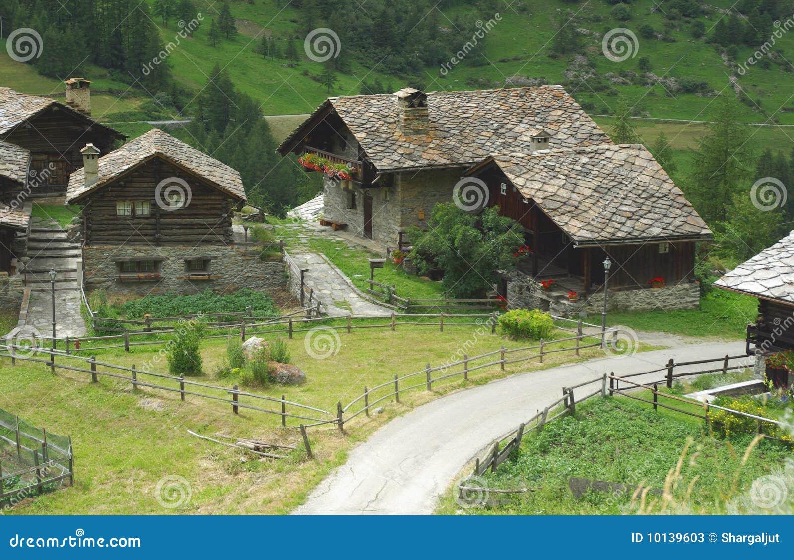 Case tradizionali italia immagine stock immagine di case for Case tradizionali italiane