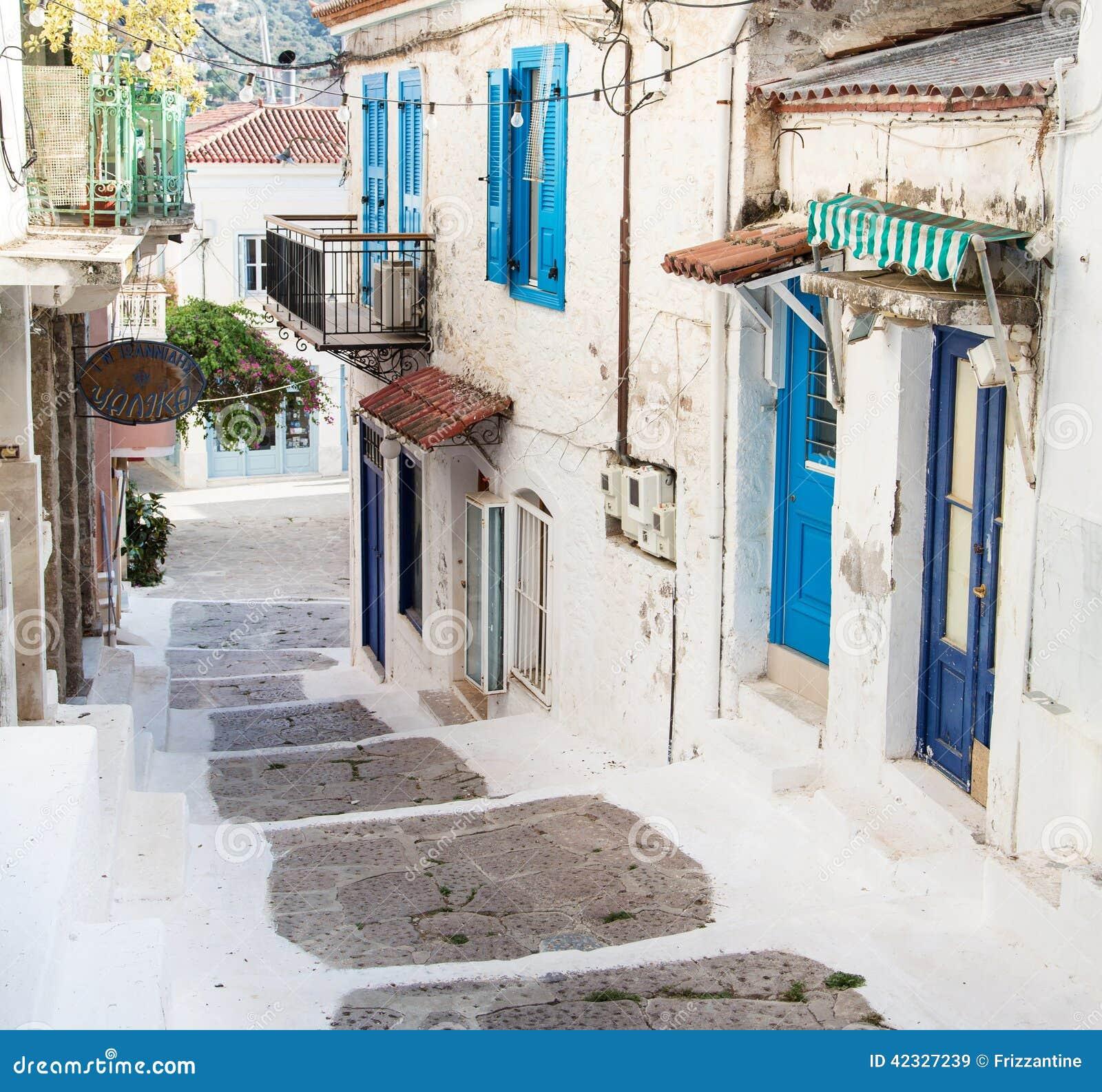 Case tradizionali sulle isole greche nei colori blu for Case tradizionali