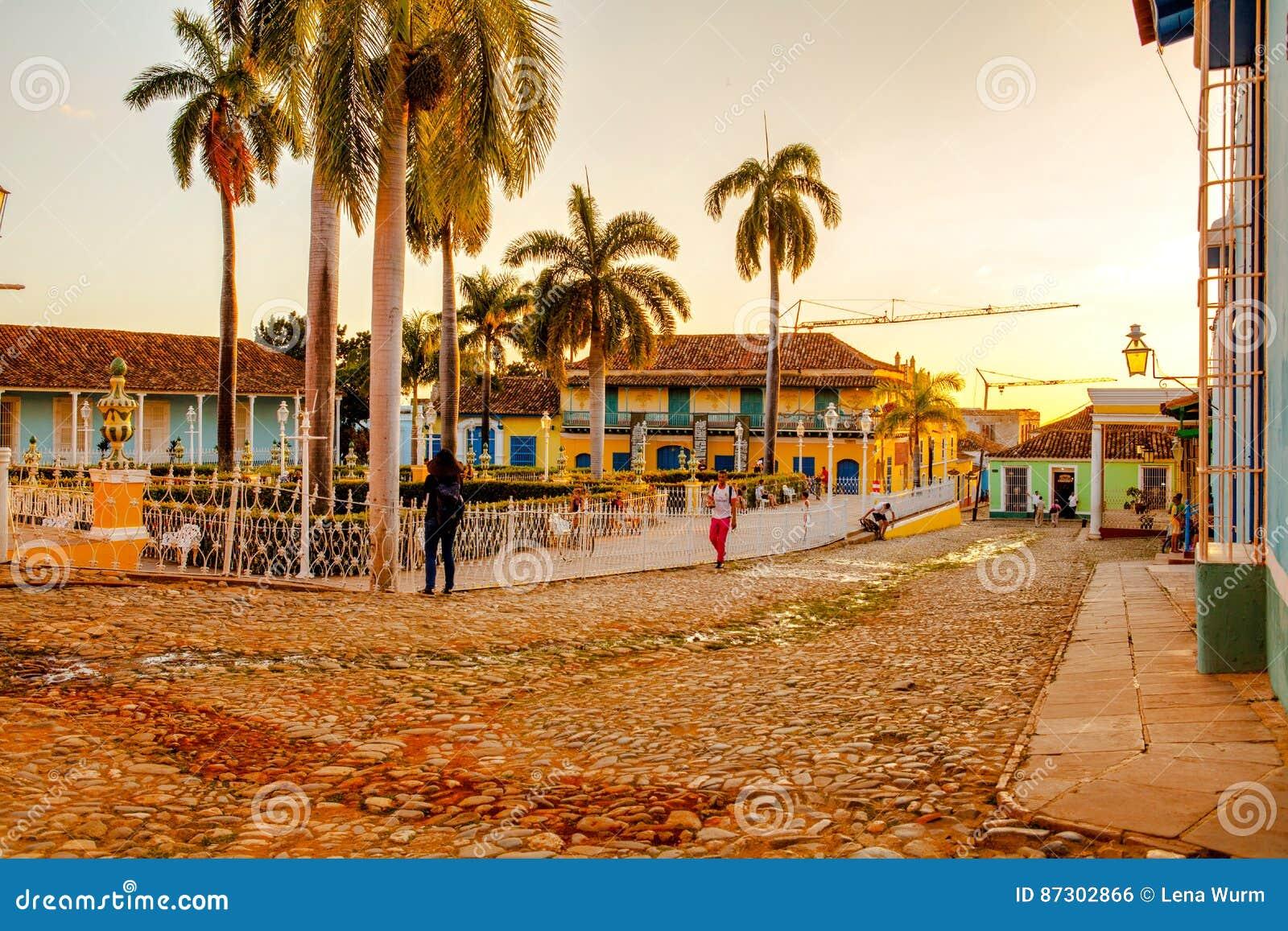 Case tradizionali variopinte nella citt coloniale di for Case tradizionali