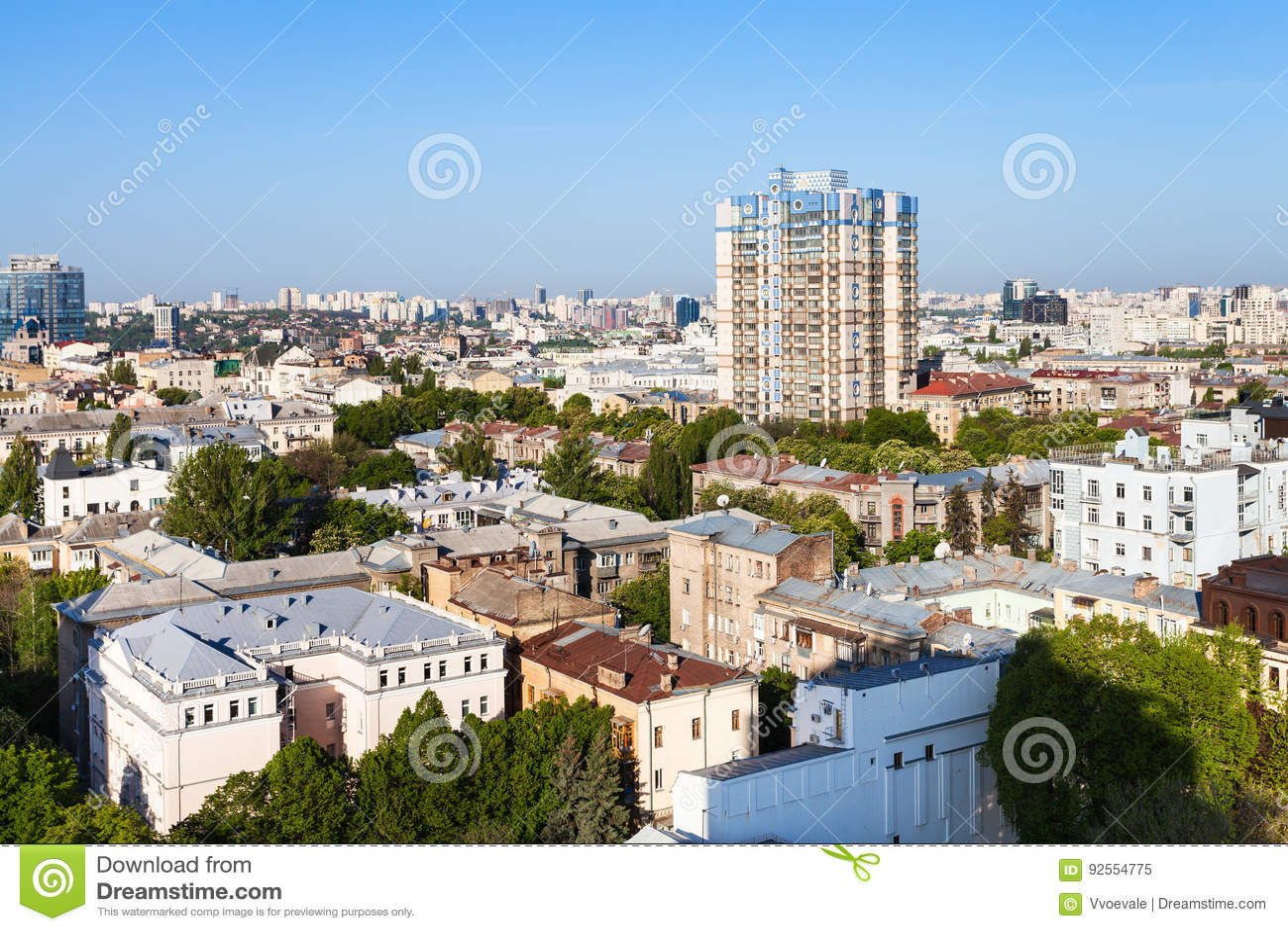 Case urbane nella città di Kiev nella mattina di primavera