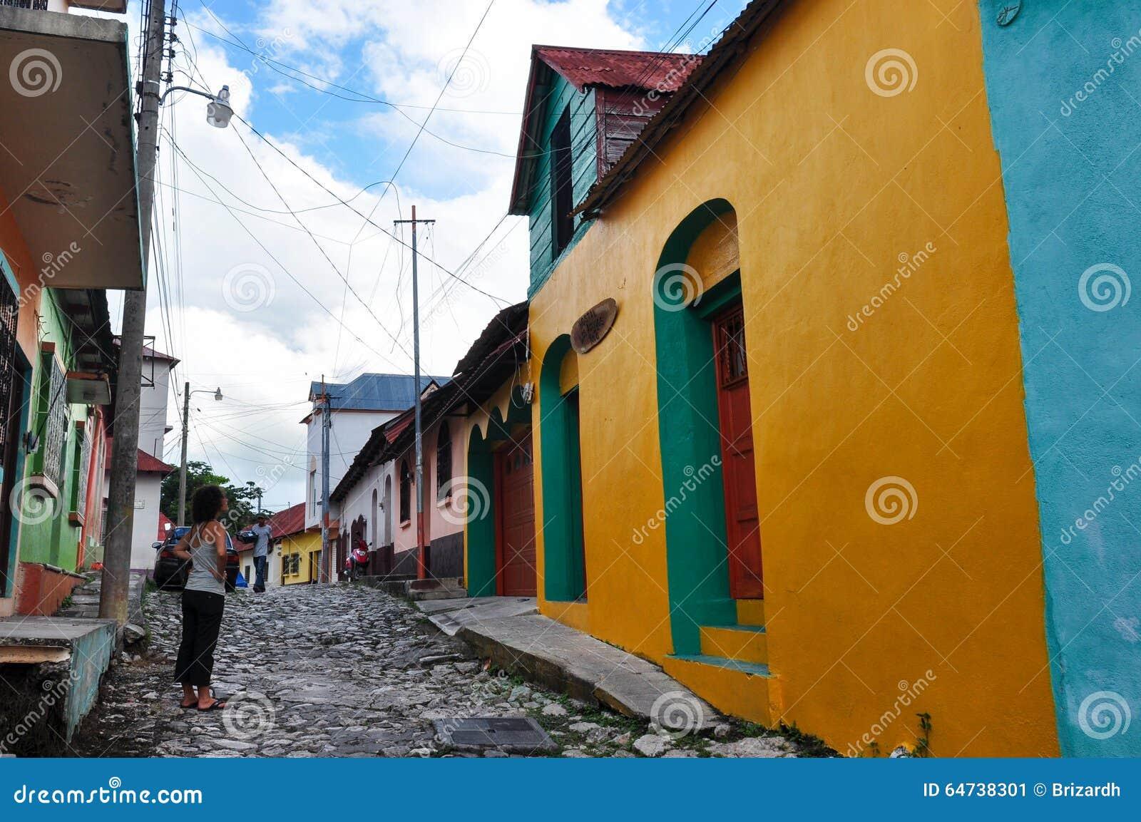 Case variopinte del Flores, Guatemala