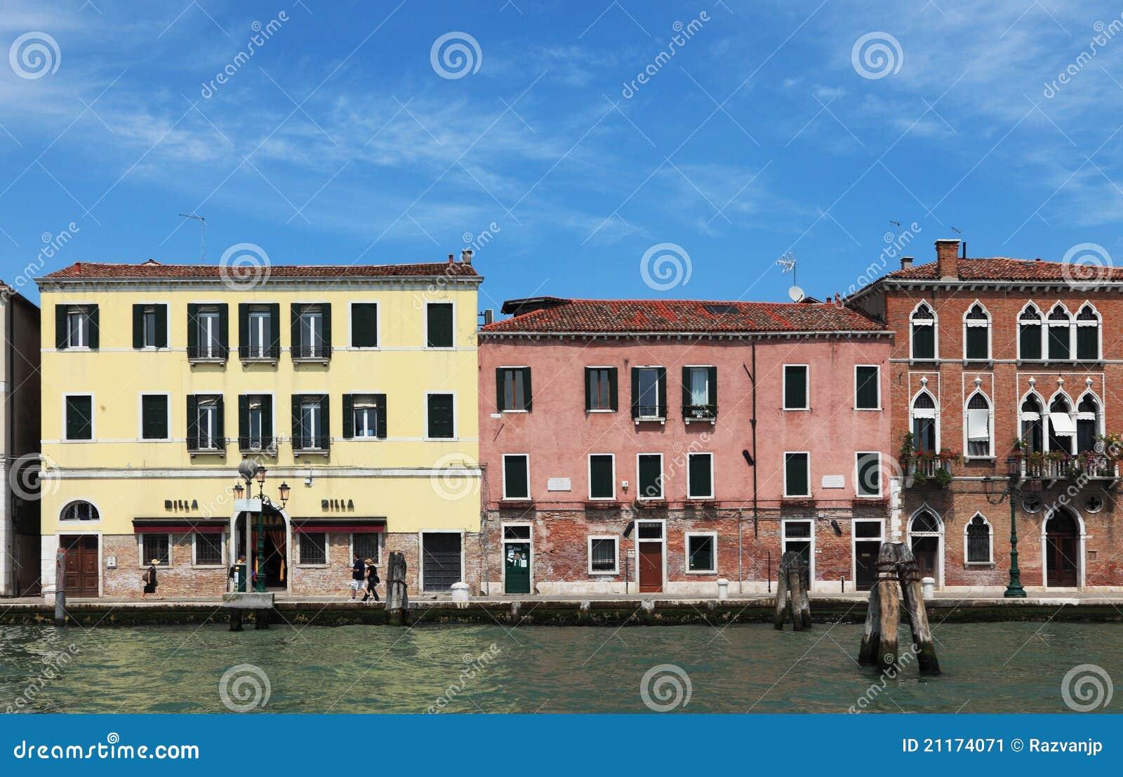 Case veneziane fotografia editoriale immagine di waterway for Tipi di case in italia