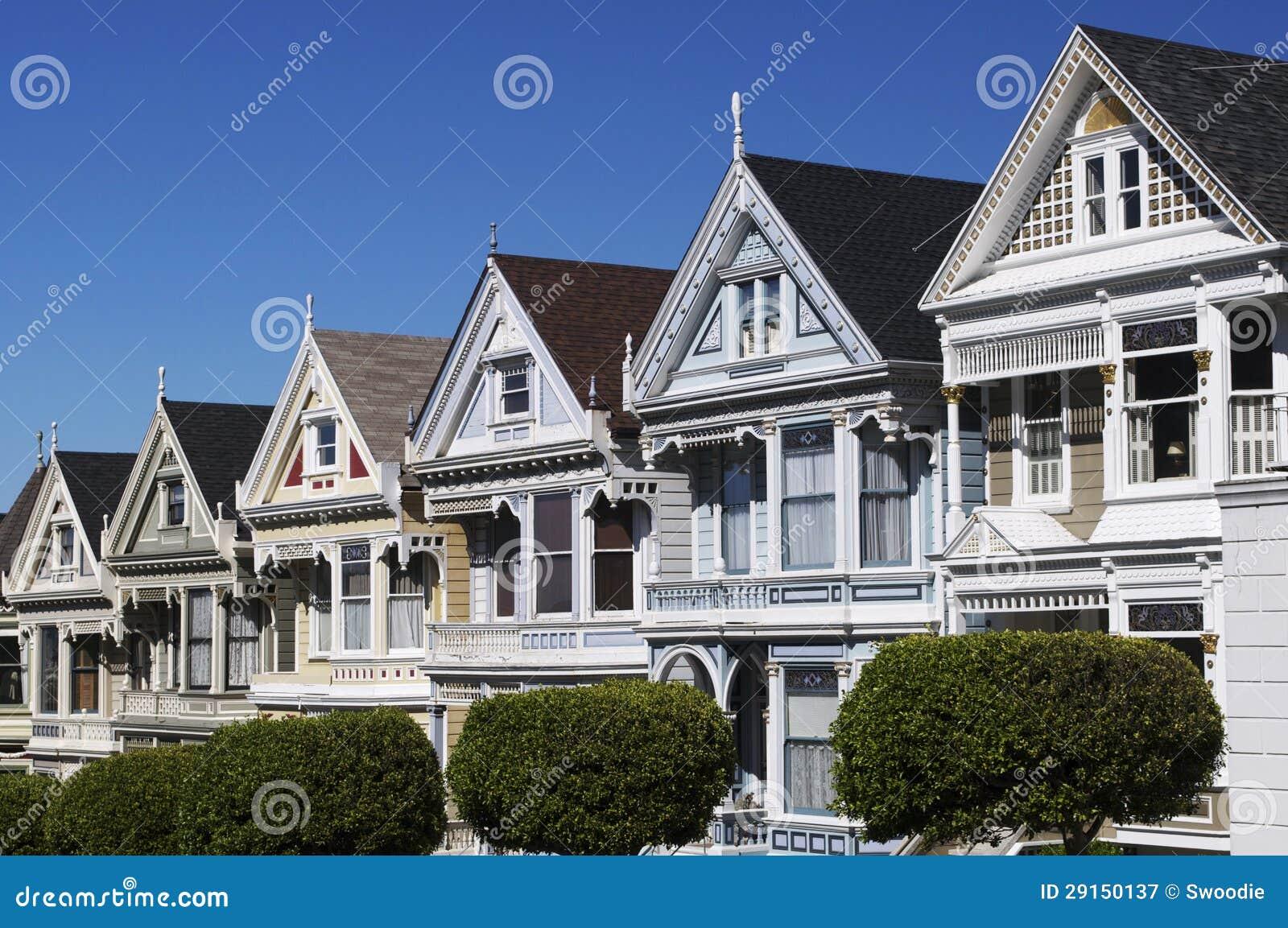 case vittoriane soleggiate sulla riga della cartolina