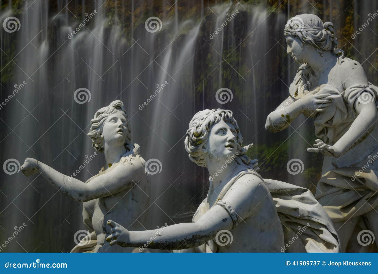 Caserta Royal Palace, estatua en gran cascada