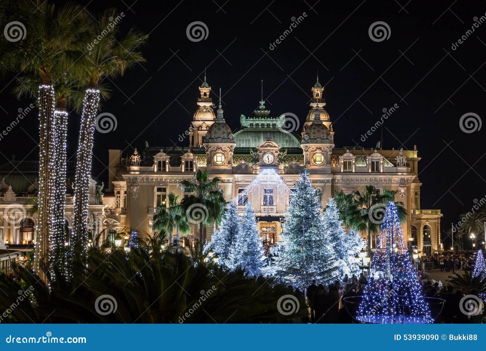 Casino à Monte Carlo à Noël la nuit