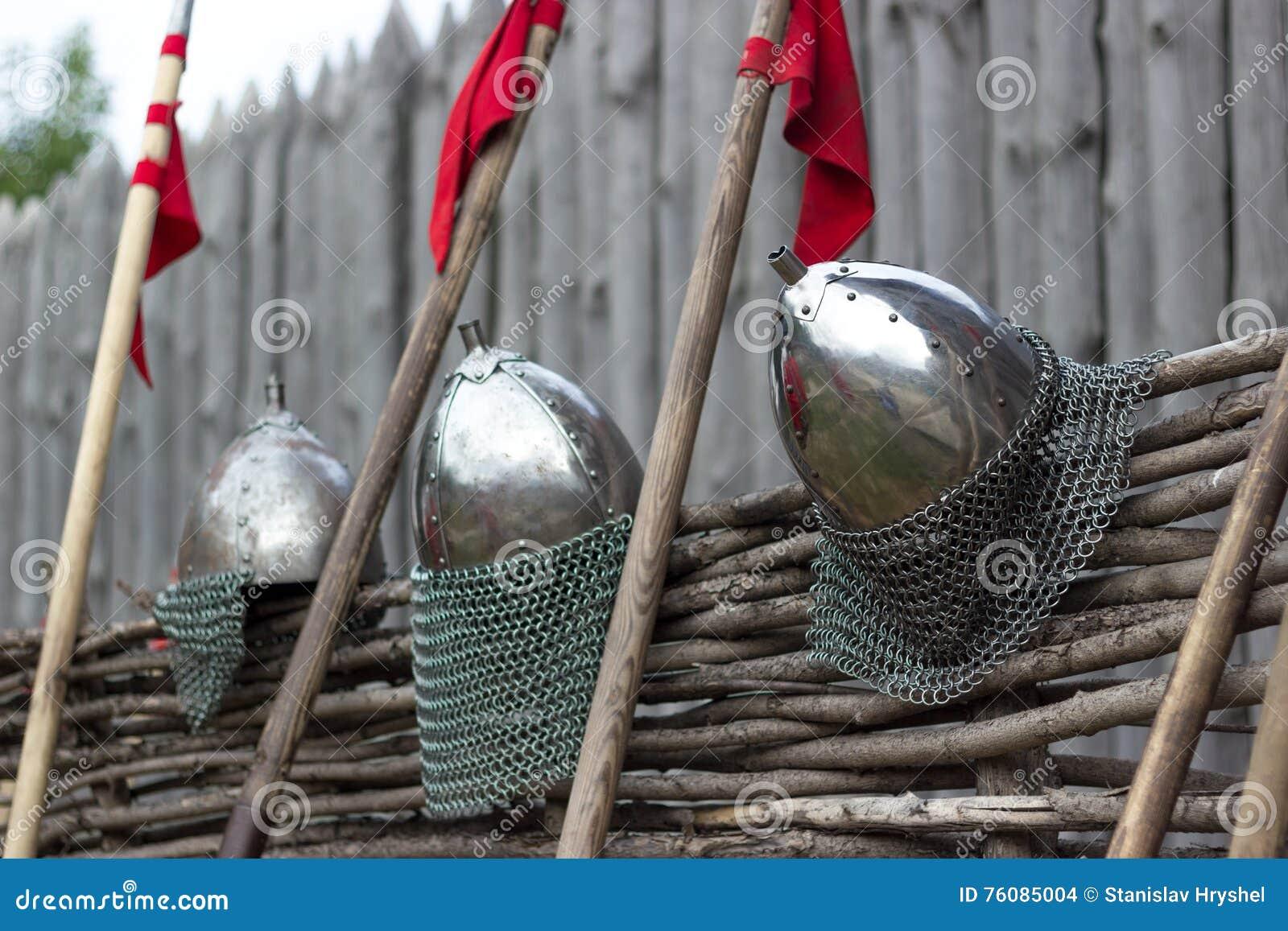 Casque et lance