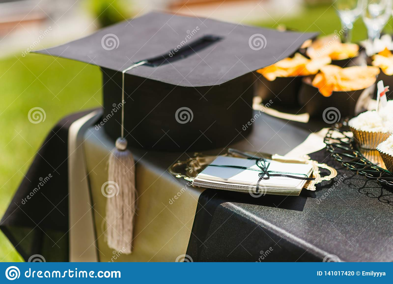 Casquillo académico del cuadrado para la graduación