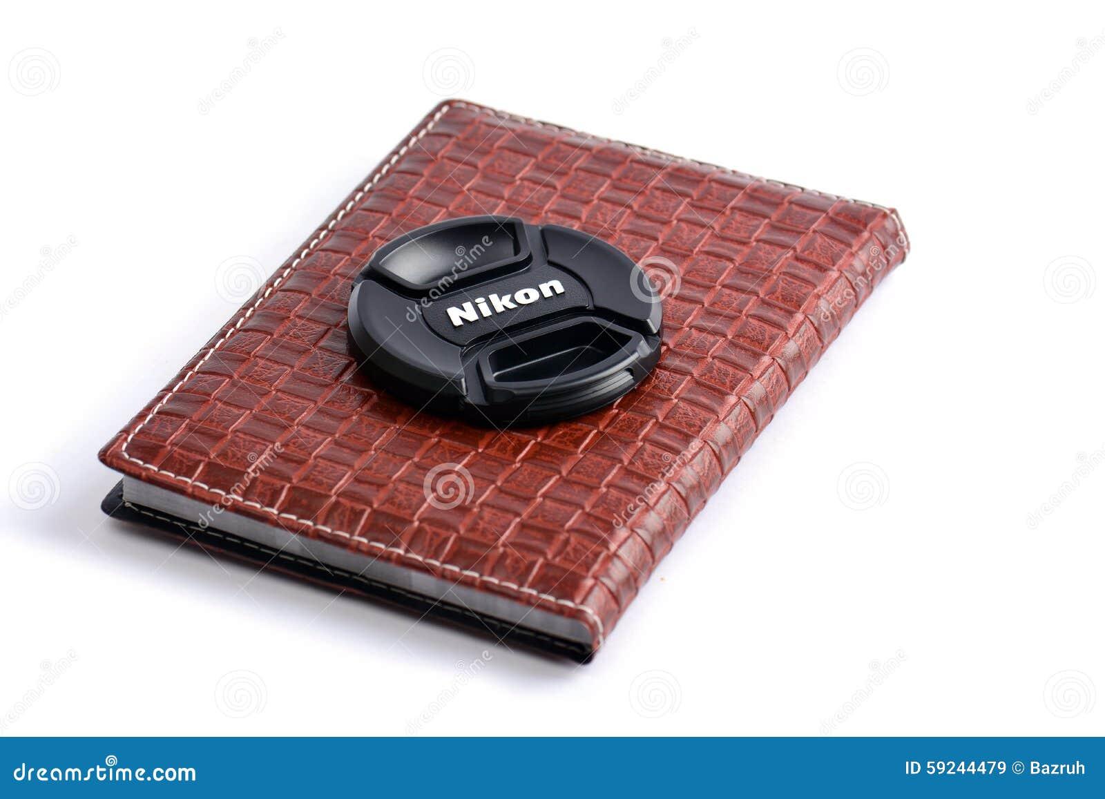Download Casquillo De Lente De Nikon En El Cuaderno De Cuero Imagen de archivo editorial - Imagen de negro, lentes: 59244479