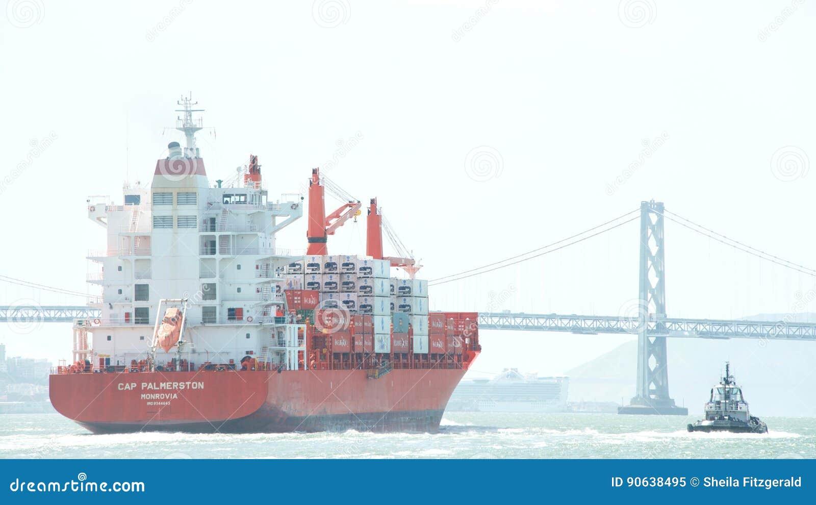 CASQUILLO PALMERSTON del buque de carga que sale el puerto de Oakland