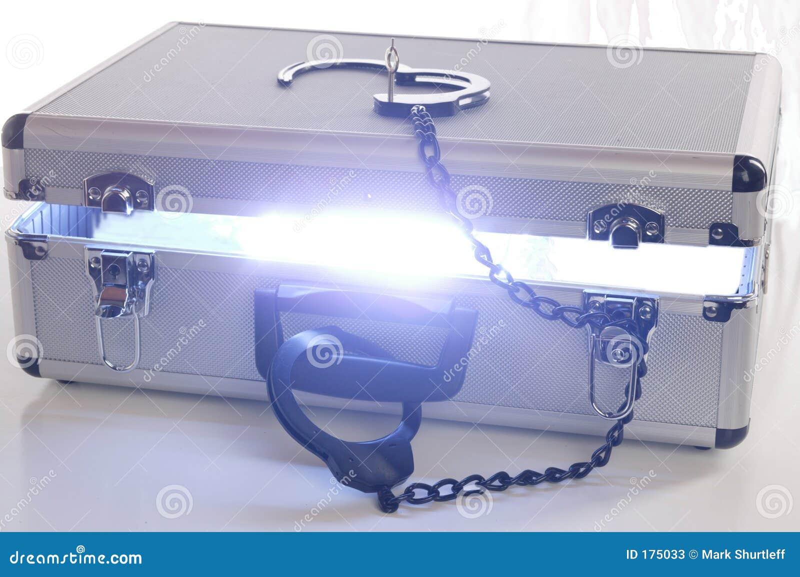 Cassa blu di energia con la serratura aperta