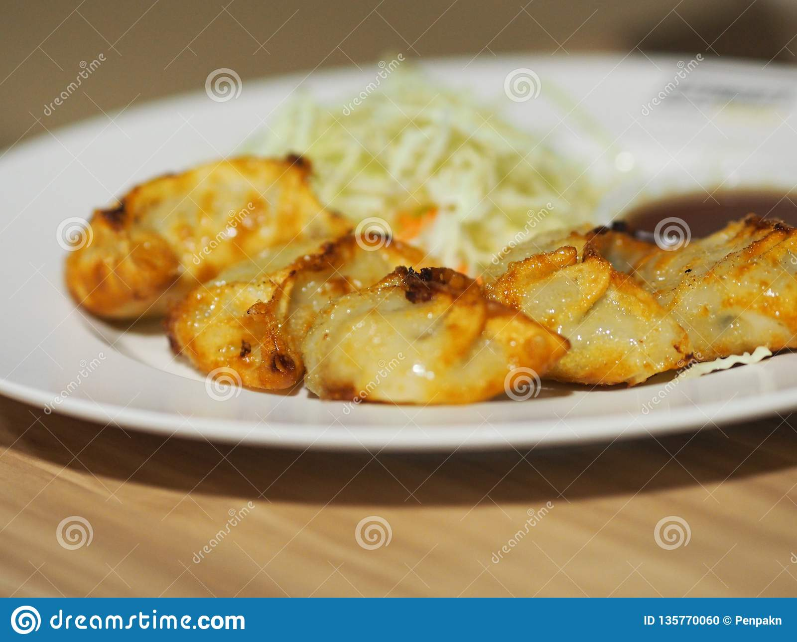 Casse-croûte japonais de nourriture d autocollants de pot de Fried Dumplings Gyoza