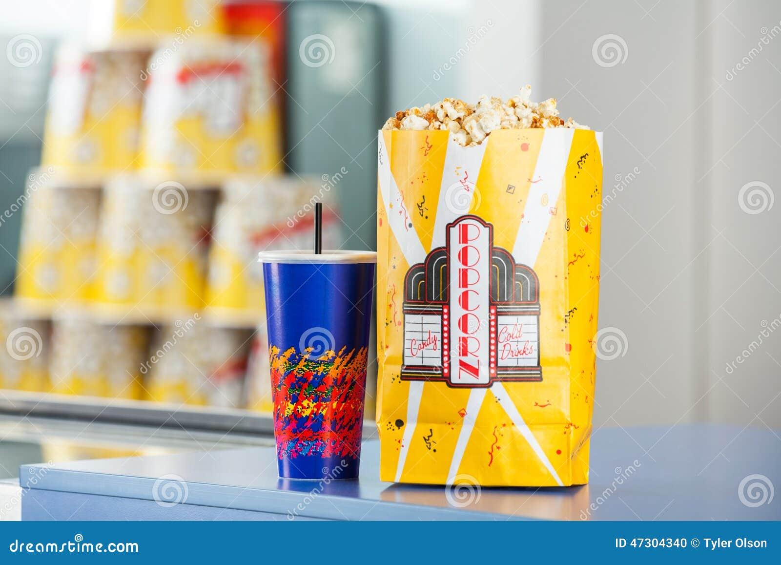 Casse-croûte sur le compteur de concession au cinéma