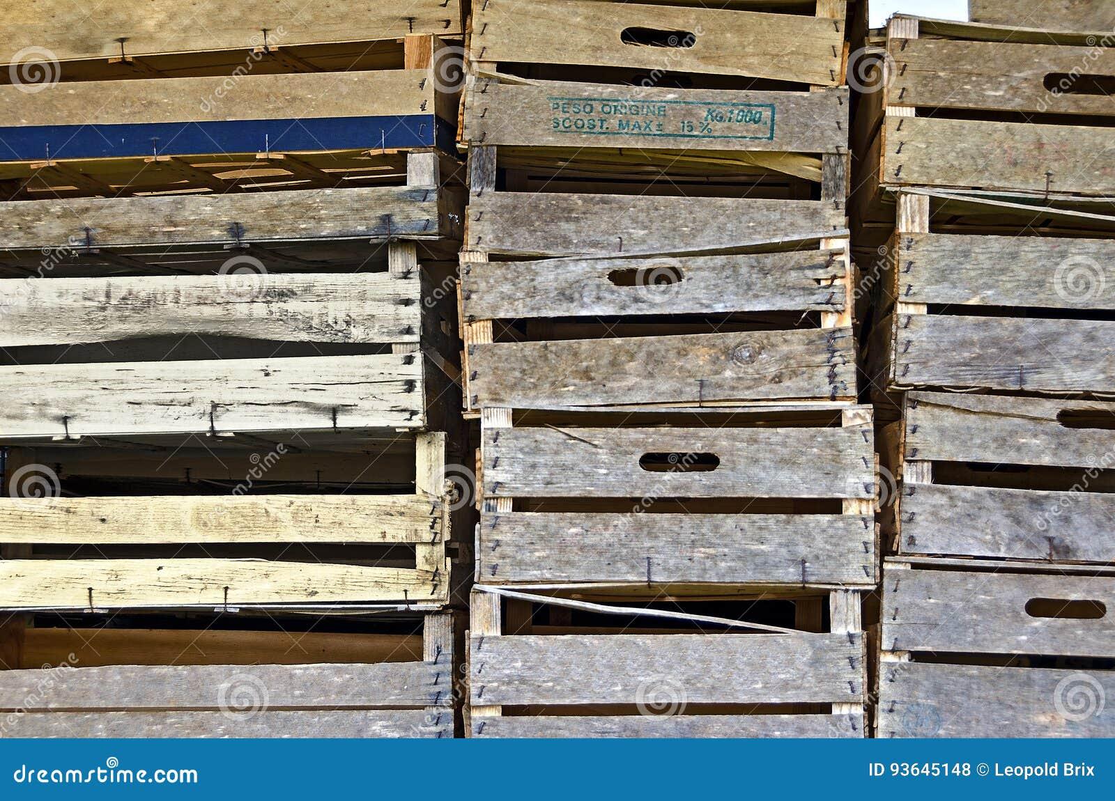 Cassette Della Frutta Legno casse di legno della frutta fotografia stock - immagine di