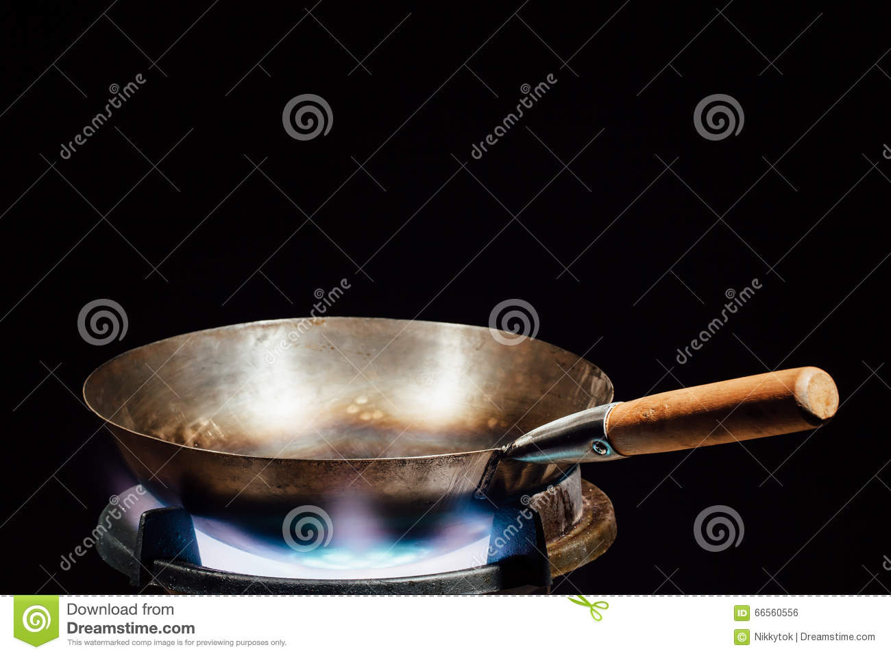 casserole chinoise de wok sur le br leur gaz du feu photo stock image du nourriture sain. Black Bedroom Furniture Sets. Home Design Ideas