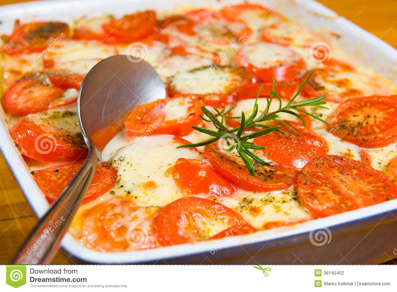 Casserole with tomato and cheese