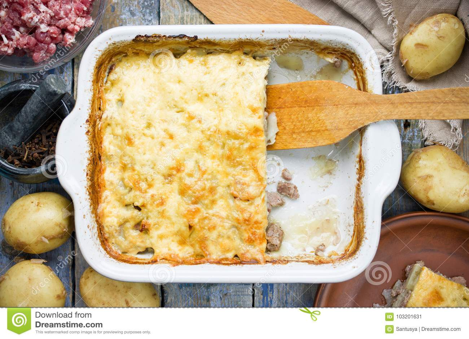 Casseruola della patata e della carne, torta del pastore, ricetta delle lasagne al forno