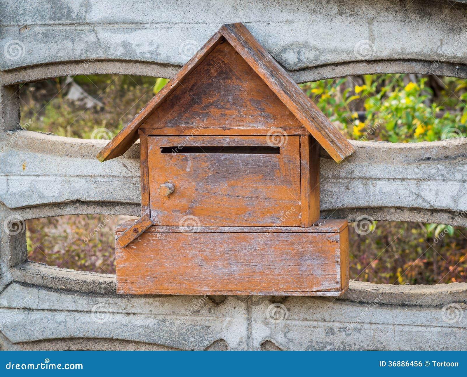 Download Cassetta Delle Lettere Di Legno Fotografia Stock - Immagine di domestico, icona: 36886456