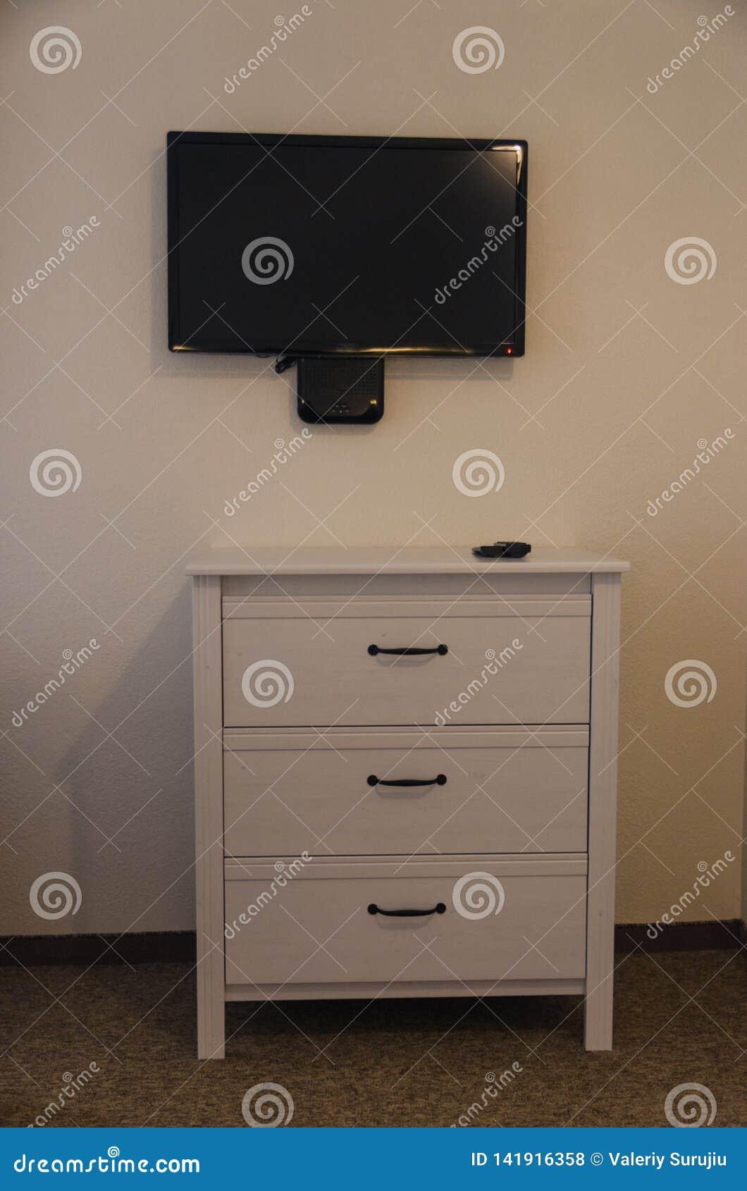 Cassettone ed a TV