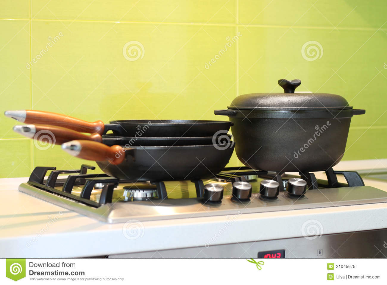Cast iron cookware royalty free stock photo image 21045675 for Perfect kitchen cookware