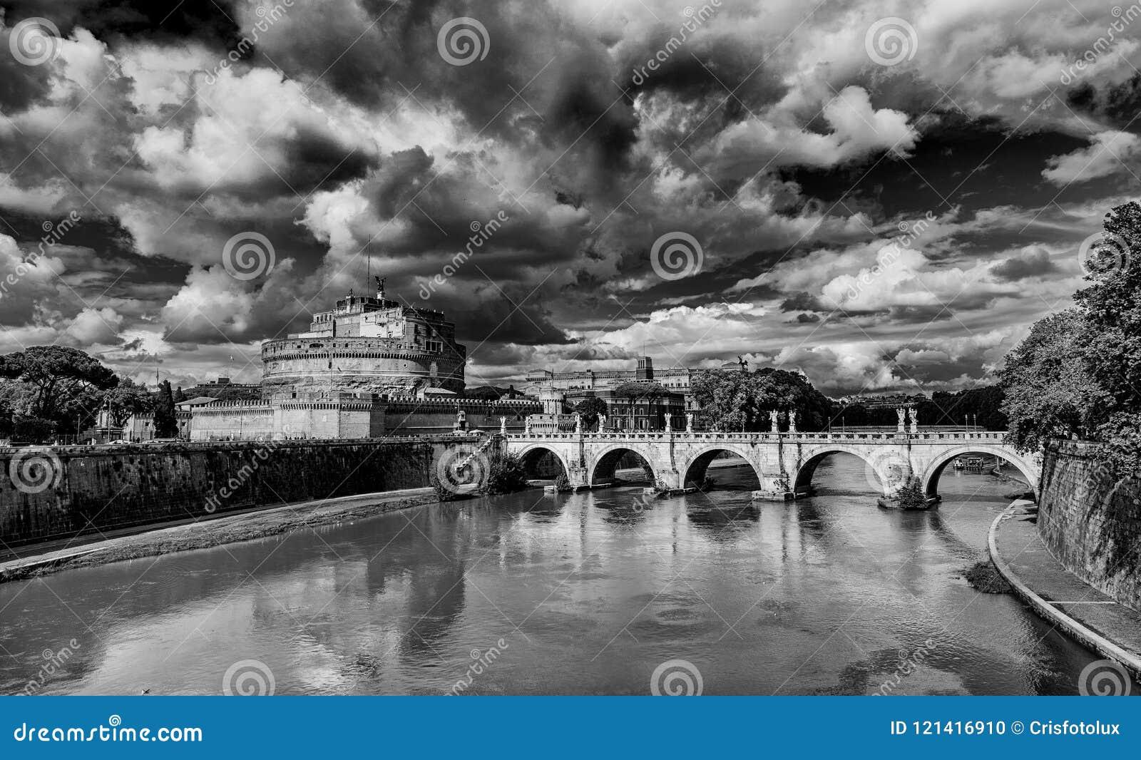 Castel Sant ` Angelo med den monumentala bron