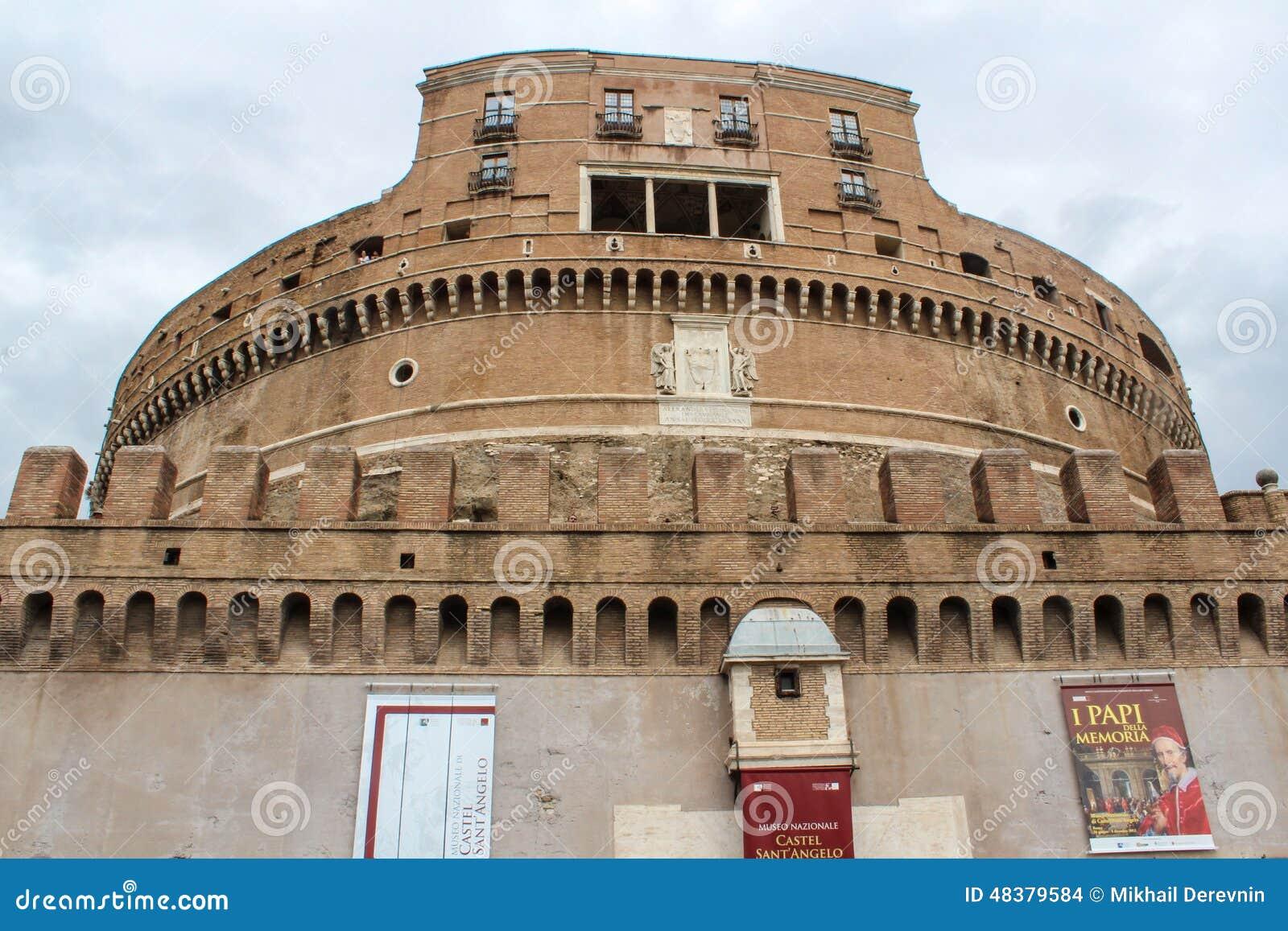 Castel Santangelo fästning- och brosikt i Rome, Italien