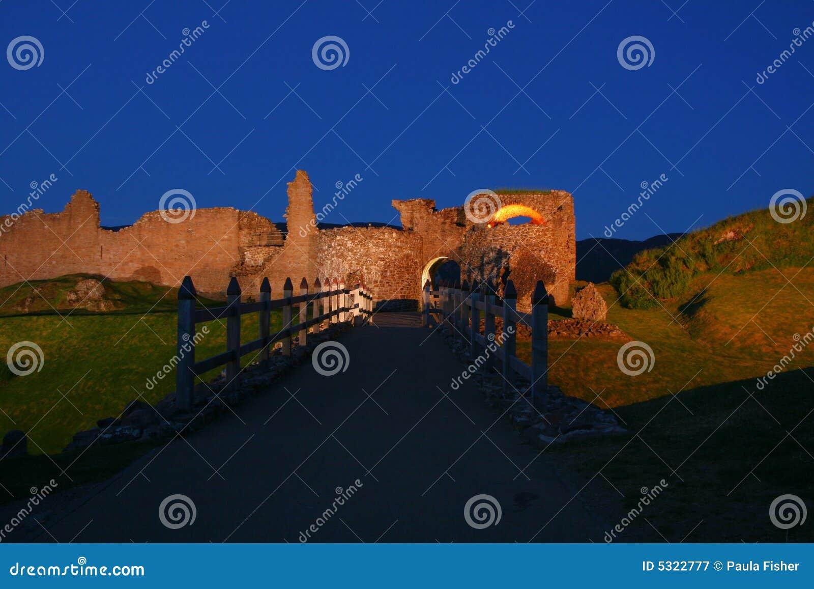 Download Castello alla notte immagine stock. Immagine di fortress - 5322777