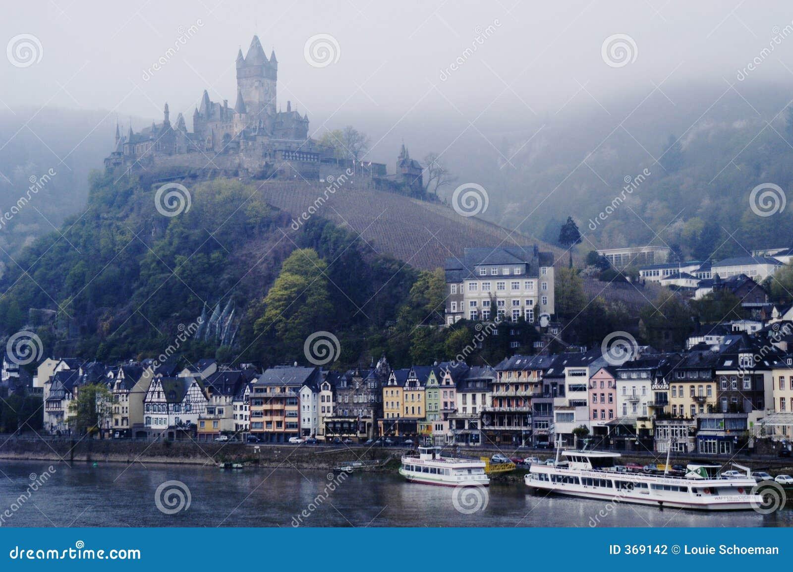 Castello a Cochem sul fiume della Mosella, Germania