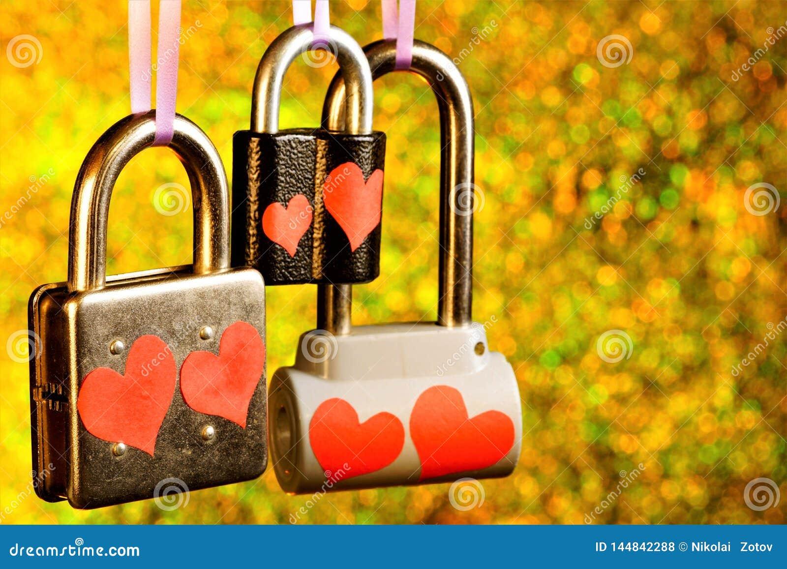 Castello del †di amore» un lucchetto con i cuori, un simbolo delle sensibilità degli amanti e le persone appena sposate l