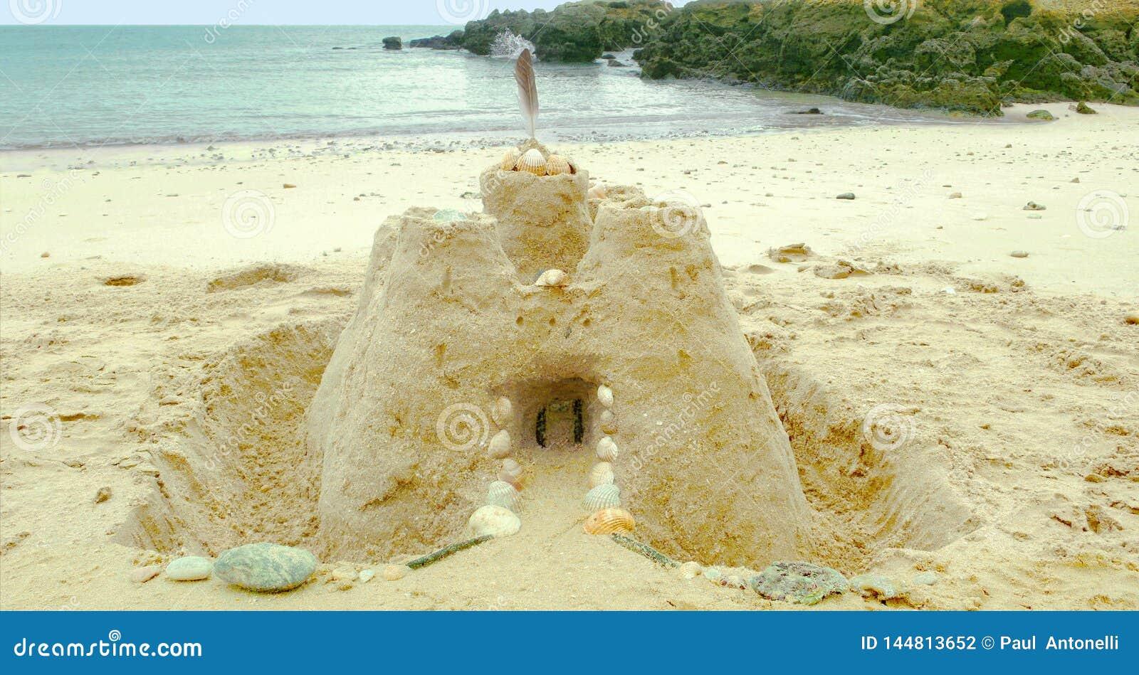 Castello della sabbia sulla spiaggia