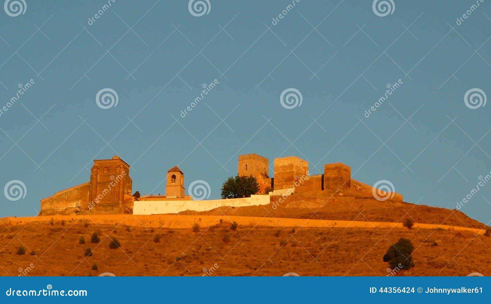 Castello di Alora ad alba
