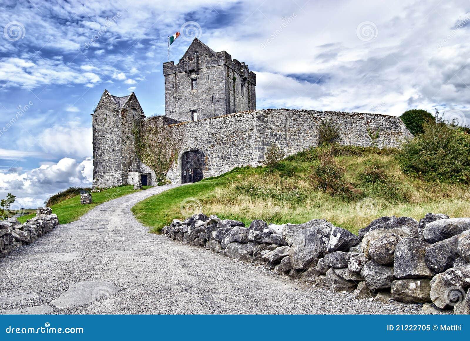 Castello di dunguaire kinvara irlanda immagine stock for Casa tradizionale islandese