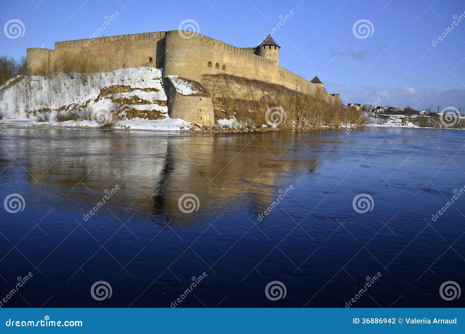 Download Castello Di Ivangorod Nell'inverno Fotografia Stock - Immagine di turismo, medioevale: 36886942