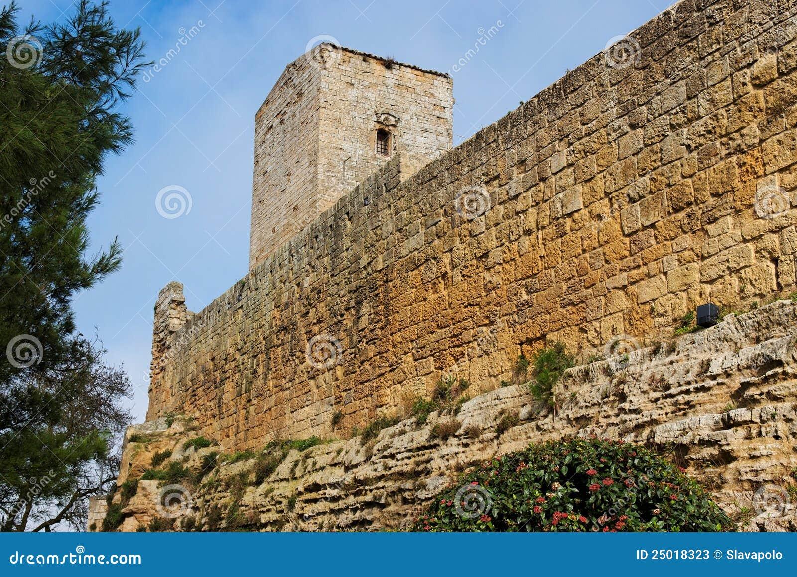 Castello Di Lombardia middeleeuws kasteel in Enna, Sic