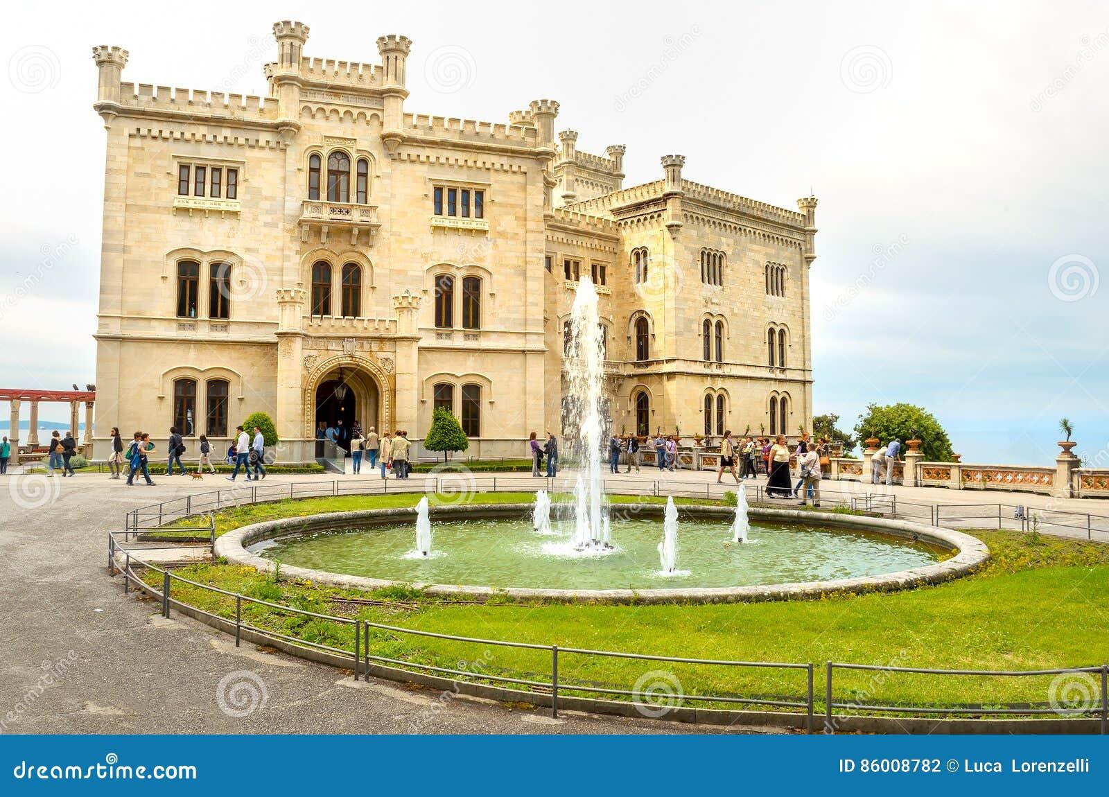 Castello di Miramare a Trieste - italiano del Friuli Venezia Giulia