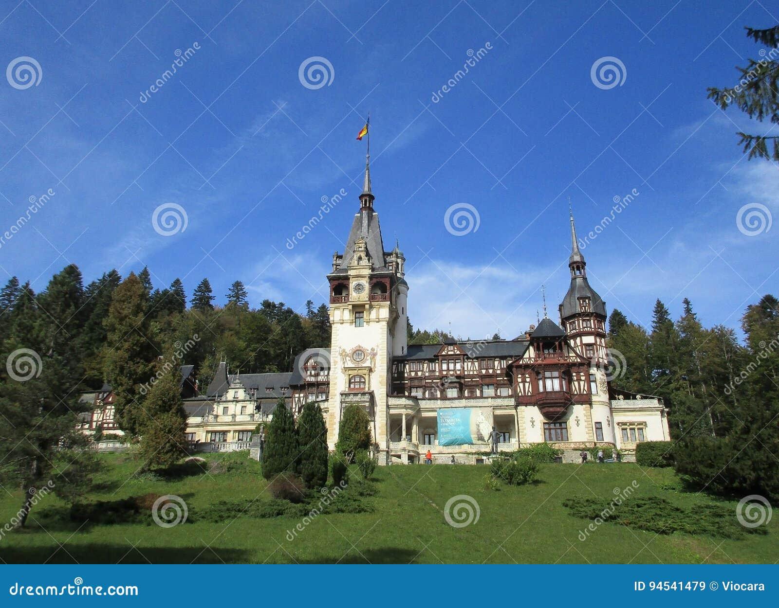 Castello Di Peles Dalla Località Di Soggiorno Di Sinaia In Romania ...