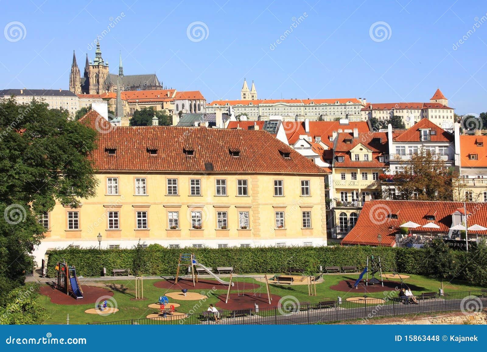 Libere da diritti: castello gotico di praga sopra il fiume vltava