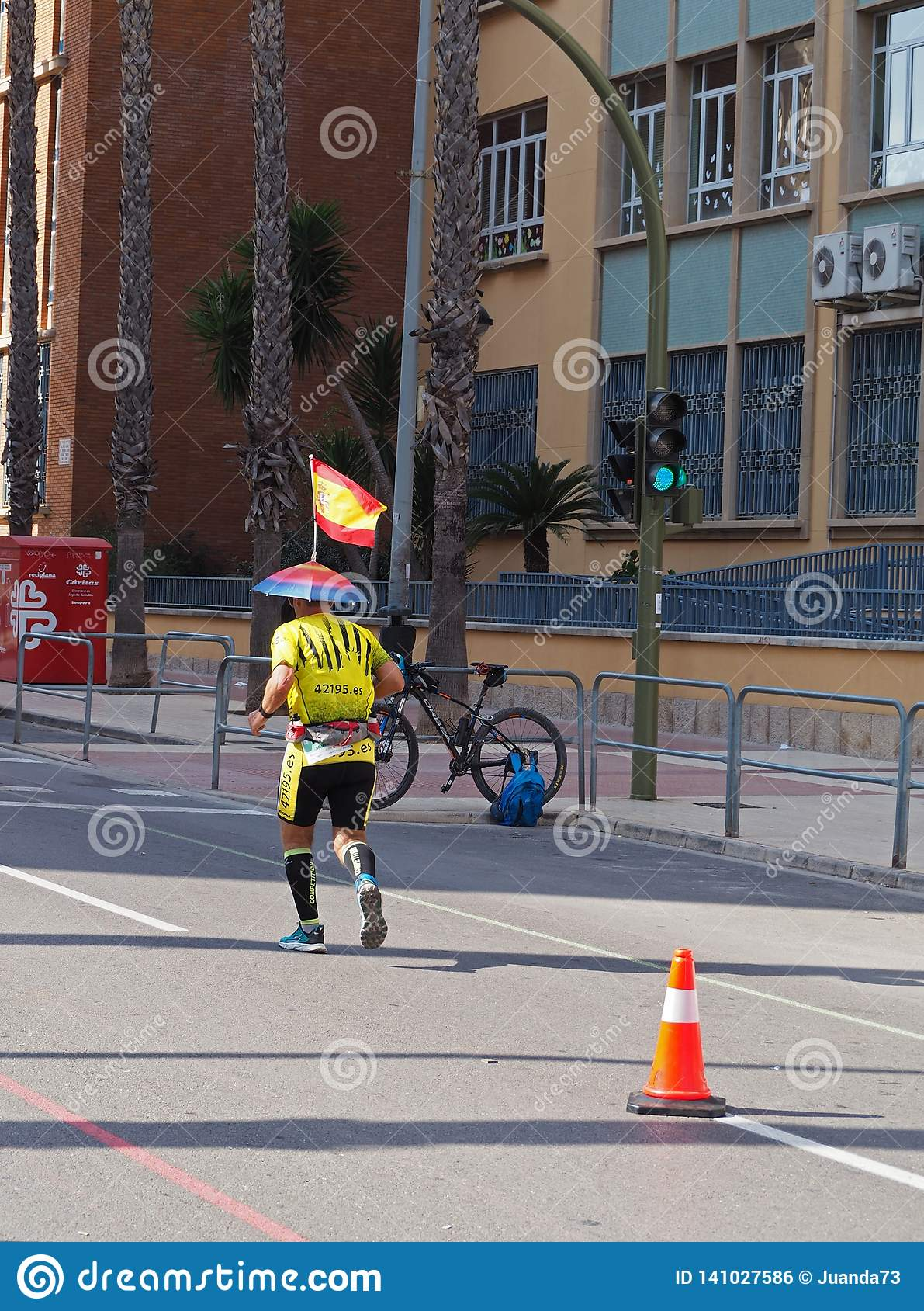 Castellon, Hiszpania Luty 24th, 2019 biegacze podczas maraton rasy