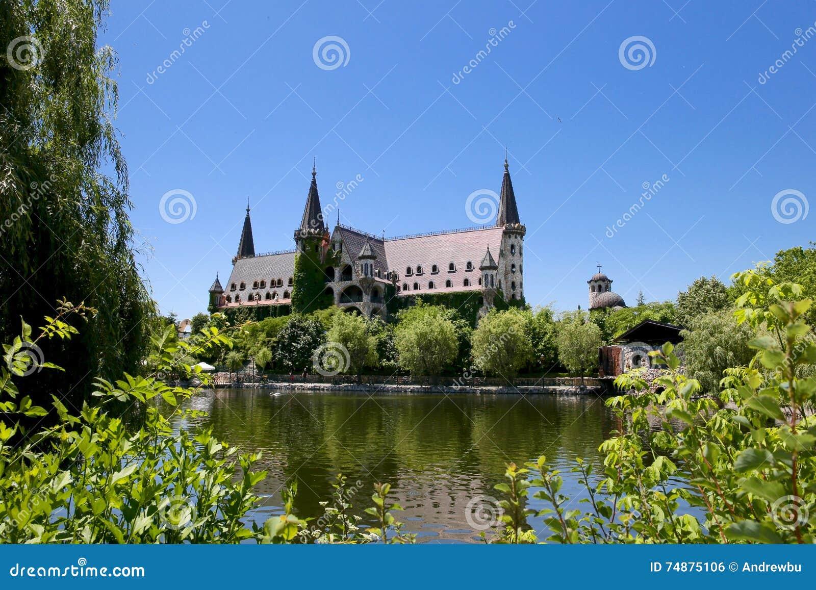 Castelo com lago