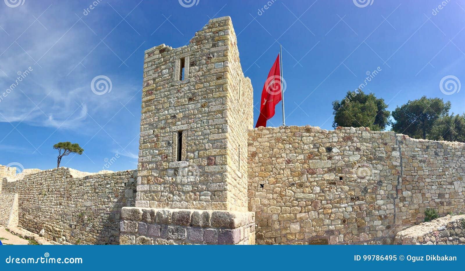 Castelo da FOCA velha, Izmir da FOCA Devido aos selos que flutuam no mar da cidade, o pagamento era n