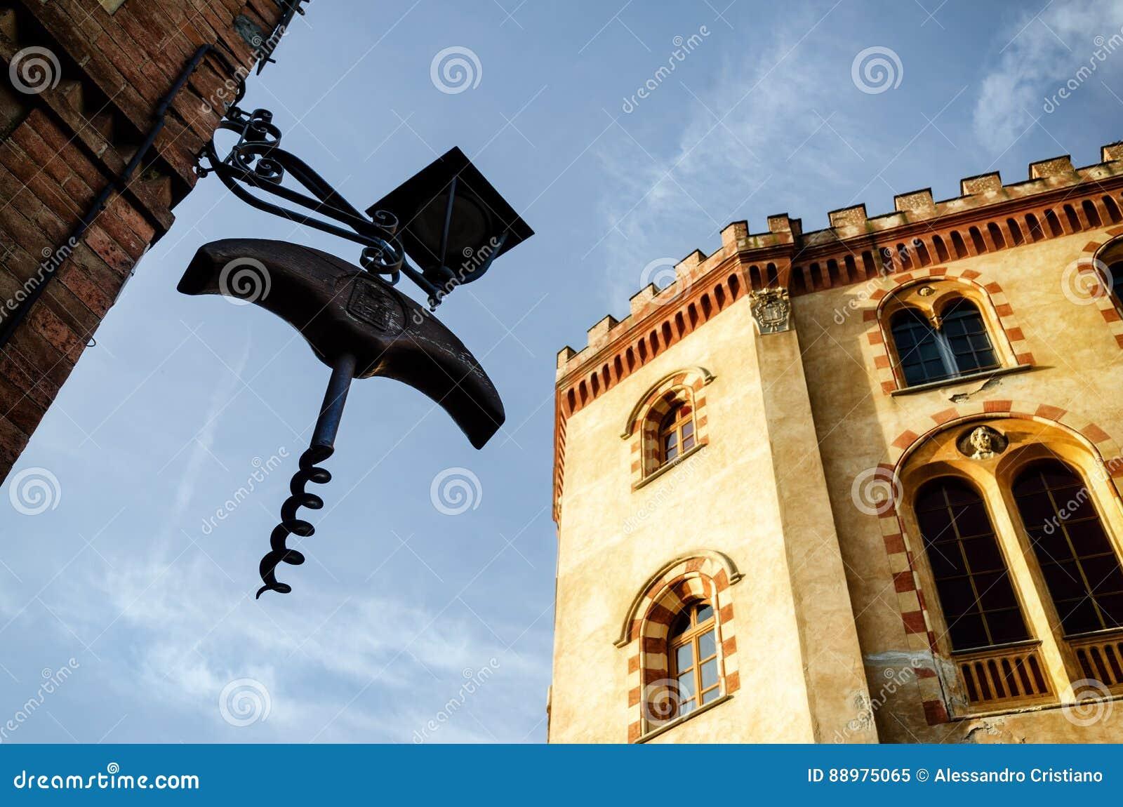Castelo de Barolo piedmont, Itália