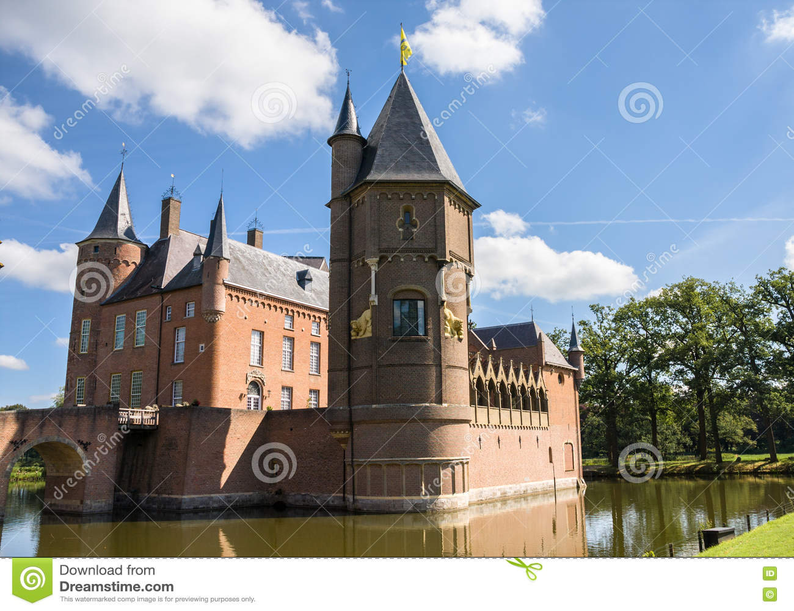 Castelo de Heeswijk na água