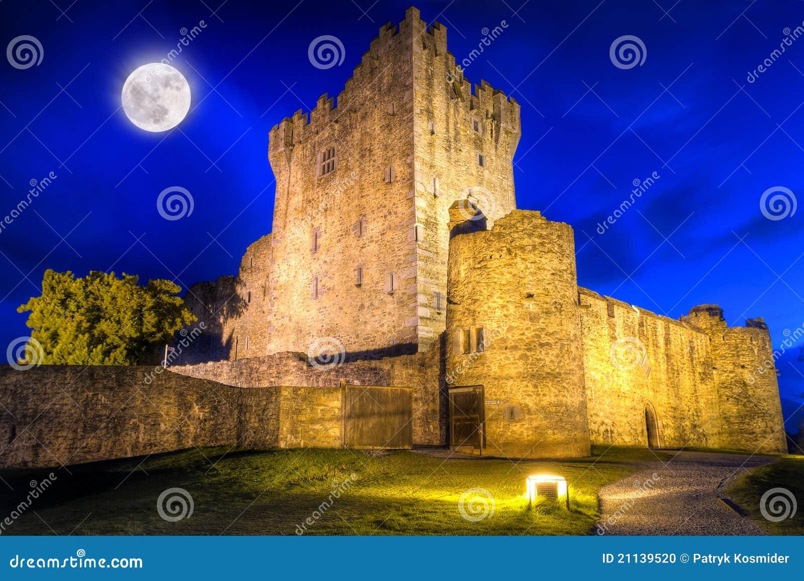 Castelo de Ross na noite
