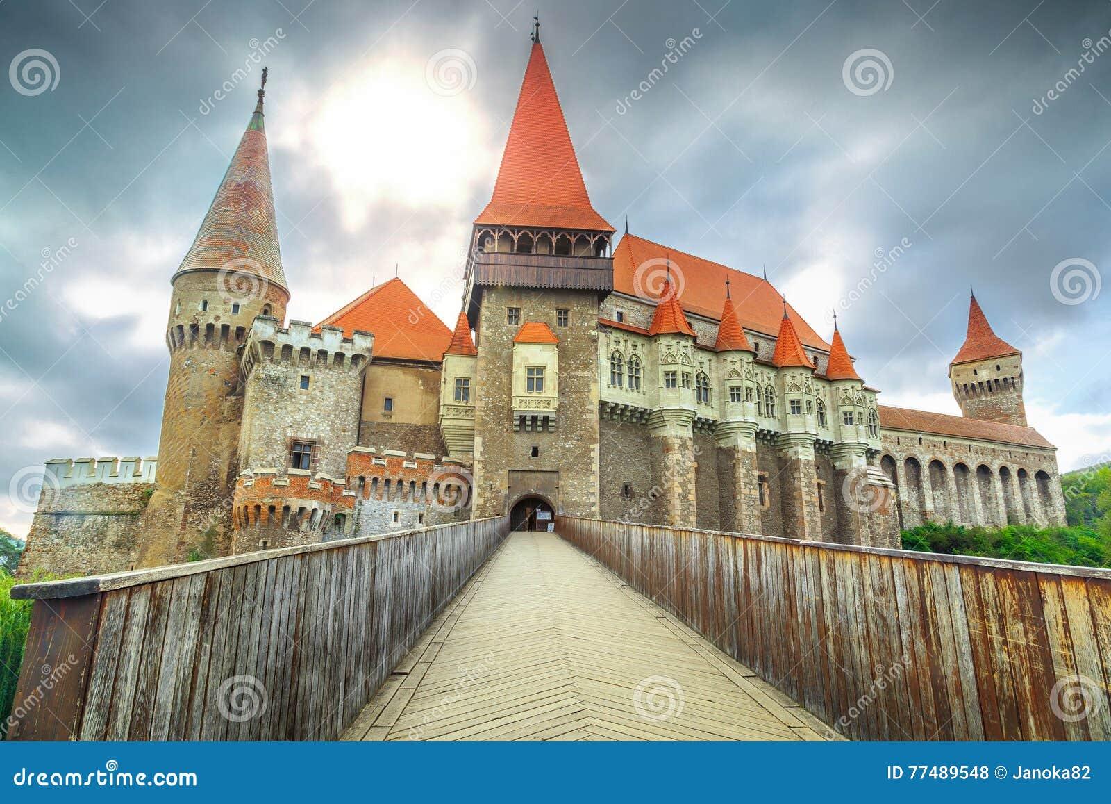 Castelo famoso do corvin do Spectacular, Hunedoara, a Transilvânia, Romênia, Europa