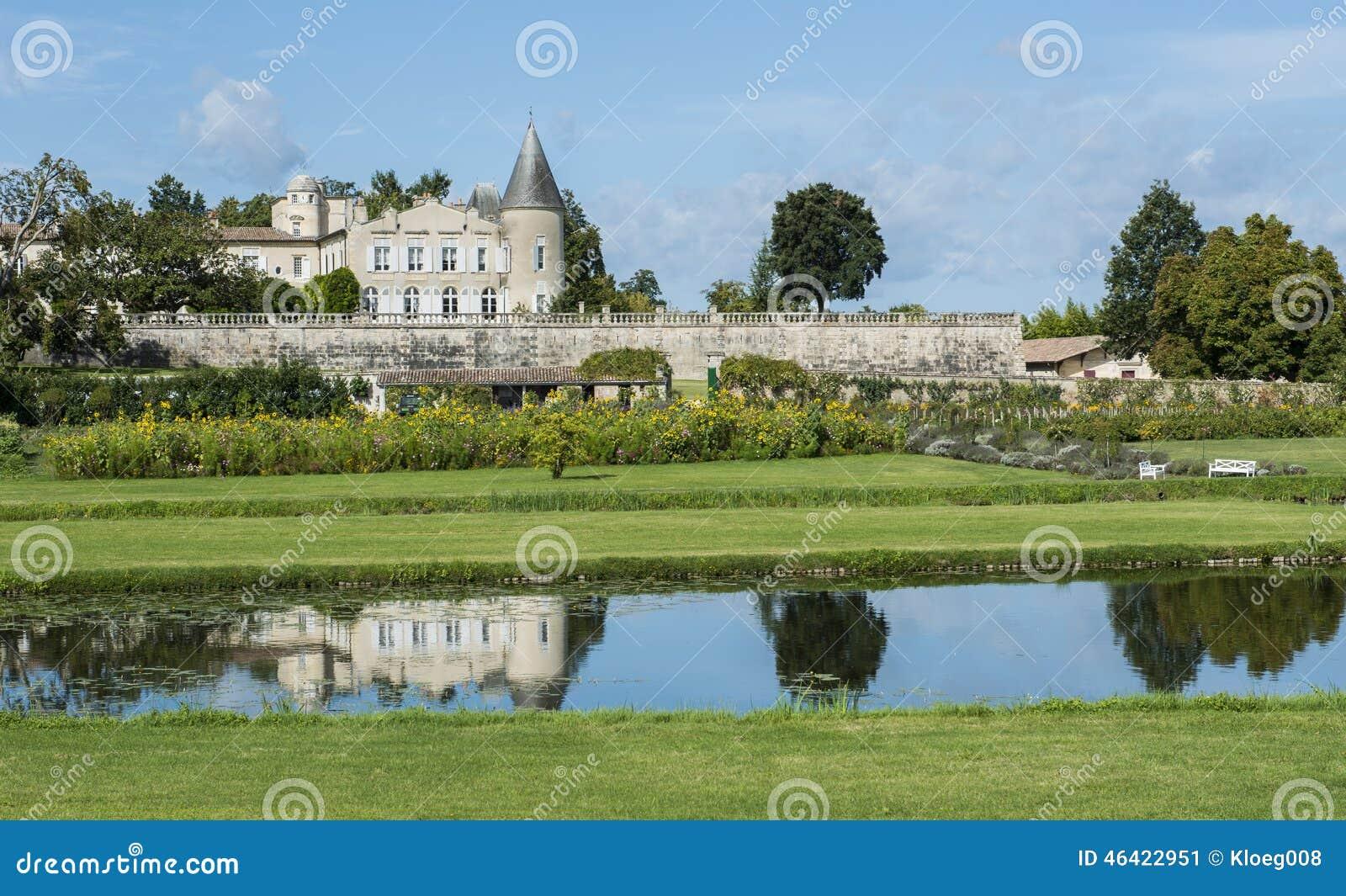 Castelo Lafite-Rothschild com Saint-Estephe da lagoa