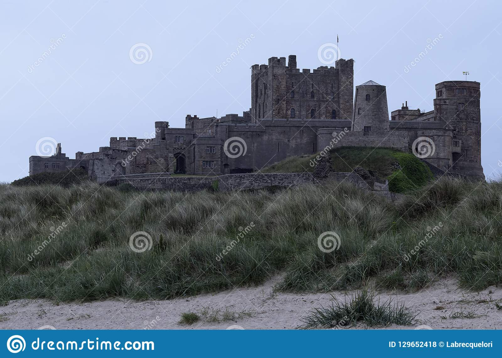 Castelo no crepúsculo, Reino Unido de Bamburgh